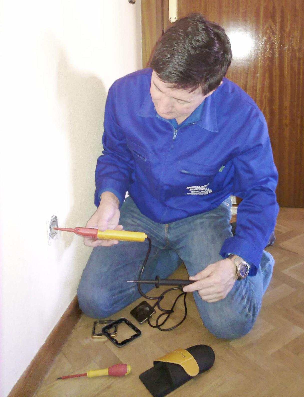 Luis comprobacion de enchufes electricistas madrid - Electricistas las rozas ...